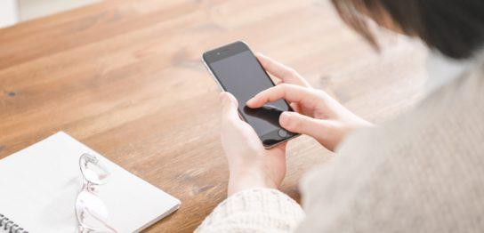 中高年の方は長時間のスマートフォンは避けるべき?!